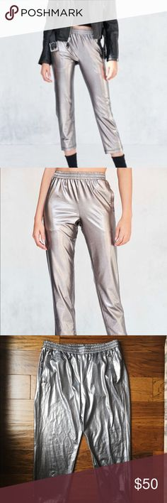 ⚜️ URBAN OUTFITTERS silence & noise metallic pants Adorable and comfy metallic pants from urban outfitters! These versatile pants can be worn in so many ways. Dress it up with some trendy shoes and a leather jacket for a night out. Also really cute casually dressed down. These pants are brand new without tags and have never been worn. True to size. Happy shopping lovelies ❤️ Urban Outfitters Pants Track Pants & Joggers