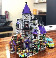 Reports, news, pics, videos, discussions and documentation from a studded world. /r/lego is about all things LEGO®. Lego Haunted House, Lego House, Lego Halloween, Halloween House, Lego Scooby Doo, Lego Pictures, Lego Craft, Lego Modular, Lego Castle