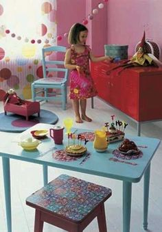 Love the table with modge podge table setting.
