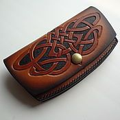 Leather Carving, Leather Art, Leather Tooling, Leather Wallet Pattern, Small Leather Wallet, Blacksmithing Knives, Passport Holders, Leather Craft Tools, Chainmaille