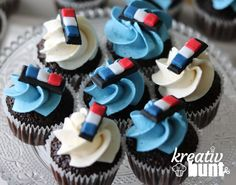 These adorable Police Cupcakes are perfect for any Law Enforcement Officers ( LEO ). These can be given to Police Officers on their birthday or any occasions. What we love most are the stationary 'lollipop' lights or light-bars as it really personalized the cupcake. #policeinspiration