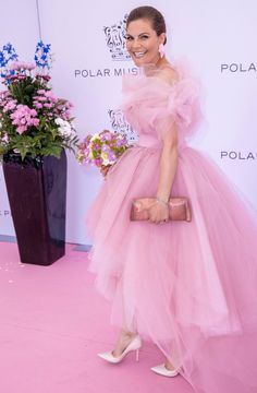 Crown Princess Victoria of Sweden just wowed in the most gorgeous pink tulle gown at the Polar Music Prize 2019 Awards Ceremony at the Grand Hotel in Stockholm Princess Sofia Of Sweden, Princess Victoria Of Sweden, Crown Princess Victoria, Fashion Looks, Beauty And Fashion, Royal Fashion, Most Beautiful Dresses, Nice Dresses, Princesa Victoria