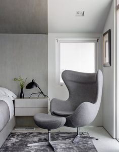 Egg Chair in bedroom | GRAY | #PacificPalisades, CA. Photo: #TrevorTondro for #TheNewYorkTimes