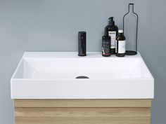 Stylish Canto washbasin with clean lines.