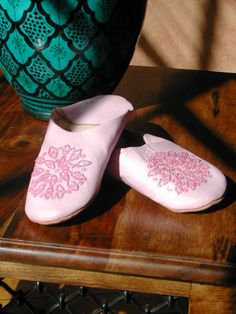 Medium pink leather sequinned Moroccan slippers. http://www.maroque.co.uk/showitem.aspx?id=ENT00655&p=01571&n=all