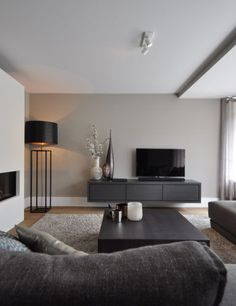 Luxe Meubels in modernem Interieur - # Interieur -. - Luxusmöbel in modernem Interieur – # Innenraum – – Informatio - Home Living Room, Apartment Living, Living Room Modern, Black Living Room Furniture, Living Room Lamps, Masculine Living Rooms, Men Apartment, Apartment Therapy, Living Room Inspiration