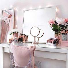 #BeautyStorage #MakeUpStations #MakeupRoom Vanity Set Up, White Makeup Vanity, Diy Vanity Mirror, Pink Vanity, Makeup Table Vanity, Vanity Room, Vanity Ideas, Vanity Tables, White Vanity Table