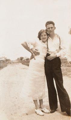 Bonnie Et Clyde, Bonnie Parker, Bonnie And Clyde Pictures, Mafia Italy, Vintage Family Photos, Celebrity Deaths, Gangsters, Old West, True Crime