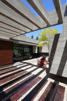 Galeria de Casa S&S / Besonias Almeida Arquitectos - 8