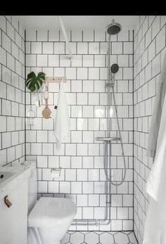 Tiny Bathrooms 308778118204650094 - Excite Your Visitors with These 14 Charming Half-Bathroom Styles Source by Wet Room Bathroom, Small Shower Room, Tiny Bathrooms, Tiny House Bathroom, Bathroom Design Small, Simple Bathroom, Bathroom Interior, Bathroom Sinks, White Bathroom