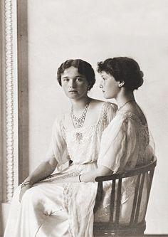 Olga and Tatiana, 1913