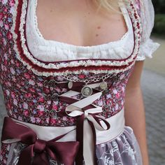 #mulpix very berry details🍇  #alpenclassics @marjo_trachten  #ootd  #dirndl  #love  #berry  #himbeere  #trachten  #outfit  #bayern  #bavaria  #my  #style  #outfitoftheday  #happy  #me  #girl  #good  #time  #details  #fashion  #fashionblogger  #blogger  #blogger_de  #munich  #münchen  #oktoberfest  #wiesn  #volksfest