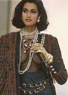 Yasmeen Ghauri - CHANEL, 1991 fashion runway This Is What Paris Fashion Week Looked Like in the Fashion Week Paris, 90s Fashion, Runway Fashion, Fashion Models, Vintage Fashion, Fashion Outfits, Fashion Games, Stylish Outfits, Haute Couture Style