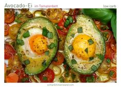 Avocado Ei im Tomatenbett low carb Ein schnelles LCHF Gericht, das zu jeder Mahlzeit des Tages schmeckt und wertvolle Nährstoffe liefert. Die Zutatenliste ist überschaubar und die Zubereitun…