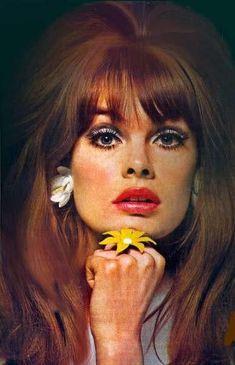 Vintage beauty and makeup ideas for Kate Beavis Your Vintage Life, vintage bl. 1960s Makeup, Retro Makeup, Sixties Makeup, 1960s Fashion And Makeup, 70s Disco Makeup, Mod Makeup, Twiggy Makeup, Vintage Beauty, Vintage Hair