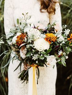 Brooklyn Meets the Beach: Whimsical + Hip Wedding in the Hamptons - Braut Cheap Wedding Flowers, Fall Wedding Bouquets, Wedding Flower Arrangements, Bride Bouquets, Flower Bouquet Wedding, Floral Wedding, Flower Bouquets, Fall Wedding Shoes, Ranunculus Flowers