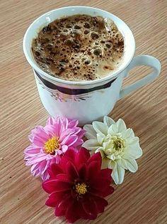 Coffee Cafe, Coffee Drinks, My Coffee, Coffee Shop, Good Morning Coffee, Coffee Break, Home Espresso Machine, Café Chocolate, Coffee Flower