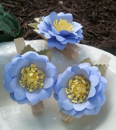 Very cute handmade paper flowers - weddings - party - decoration