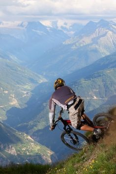 There are many different kinds and styles of mtb that you have to pick from, one of the most popular being the folding mountain bike. The folding mtb is extremely popular for a number of different … Mtb Trails, Mountain Bike Trails, Road Bike Women, Bicycle Maintenance, Cool Bike Accessories, Road Cycling, Cycling Gear, Bike Life, Action