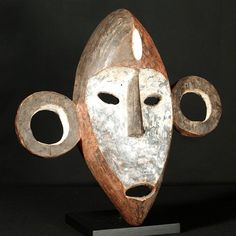 Boa Mask : Collected by Jean Pierre Hallet