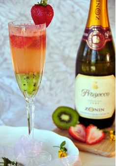 Kiwi strawberry bellini