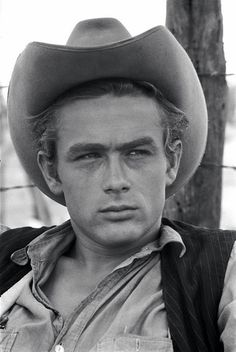 James Dean - - age 24 from a car accident. Best known for Rebel Without a Cause, East of Eden, Giant Hollywood Actor, Hollywood Stars, Classic Hollywood, Old Hollywood, Hollywood Actresses, James Dean Photos, James Dean Style, Jimmy Dean, East Of Eden