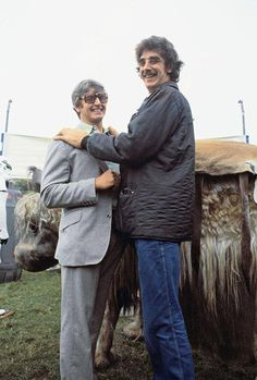Star Wars' David Prowse (Darth Vader)-and Peter Mayhew (Chewbacca) out of costume Star Trek Crew, Peter Mayhew, Big Friends, Star Wars Facts, War Film, Episode Iv, Star Wars Film, Star Wars Ships, Chewbacca