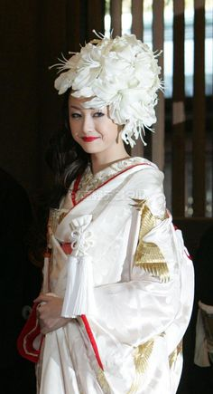 Sawajiri Erika in her Japanese Wedding Kimono. How in God's name can the Japanese, whose taste is generally so elegant and refined, consider headwear like this monstrosity suitable for a bride? Traditioneller Kimono, Mode Kimono, Japanese Wedding Kimono, Japanese Kimono, Japanese Brides, Traditional Kimono, Traditional Dresses, Japanese Outfits, Japan Fashion