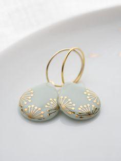 Ceramic earrings - Creole teardrop shape & gold on mint -.-Keramik Ohrringe – Creole Tropfenform 'Suri' Gold auf Mint – ein Designerstück … Ceramic earrings – Creole teardrop shape & gold on mint – a unique product by KrinkePorzellan on DaWanda - Porcelain Jewelry, Ceramic Jewelry, Fine Porcelain, Ceramic Pendant, Porcelain Doll, Diy Jewelry Unique, Handmade Jewelry, Cheap Jewelry, Women's Jewelry