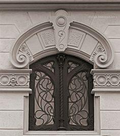 Villino Raby, Corso Francia 8 - 1901, Pietro Fenoglio (in collaborazione con Gottardo Gussoni) Art Nouveau Architecture, Gothic Architecture, Architecture Details, Modern Buildings, Palermo, Stairways, Entrance, Art Deco, Victorian