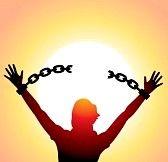 Hombre rompiendo las cadenas.