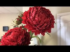 Crepe Paper Flowers Tutorial, Wafer Paper Flowers, Paper Flower Decor, Large Paper Flowers, Giant Flowers, Paper Roses, Flower Crafts, Flower Decorations, Fabric Flowers