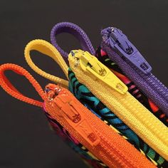 Use colorful zippers when making a collection of small zipper pouches. Make a grab tab from left over zipper length. Bendy Bits, A Bendy Bonus Project Sewing Hacks, Sewing Tutorials, Sewing Patterns, Sewing Tips, Free Sewing, Bag Tutorials, Purse Patterns, Small Zipper Pouch, Zipper Bags