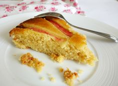 Gâteau à la rhubarbe, aux amandes et aux amaretti