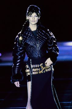 Versace Fall 1992 Ready-to-Wear Collection Photos - Vogue#33#33