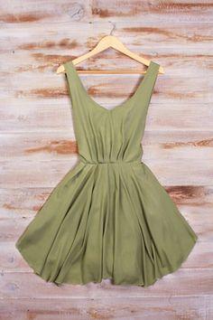 Beautiful green bridesmaid dress.