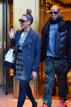 Beyonce Knowles Photos Photos - Beyonce Knowles and Jay-Z do cheerfully attempt some super last minute Christmas shopping in New York City on Christmas Eve. - Beyonce Knowles and Jay-Z Attempt Christmas Shopping in New York City Beyonce Style, Beyonce And Jay Z, Black Love, Black Is Beautiful, Fall Outfits, Casual Outfits, Cute Family Photos, Carter Family, Cool Tumblr