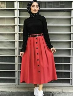 New season hijab skirt with fuchsia button Street Hijab Fashion, Muslim Fashion, Modest Fashion, Skirt Fashion, Fashion Outfits, Hijab Look, Hijab Style, Hijab Chic, Casual Hijab Outfit