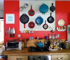 Kitchen peg board How-To: Hang a Pegboard from Kat at The Hip Girl's Guide to Homemaking Smart Kitchen, New Kitchen, Kitchen Storage, Kitchen Pegboard, Kitchen Ideas, Hang Pegboard, Pegboard Storage, White Pegboard, Kitchen Supplies