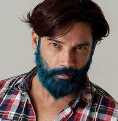 Merman: Tribus Urbanas Los merman son hombres que tiñen su barba de colores vivos. A veces, además de la barba también se tiñen el pelo de la cabeza, las cejas y de otras partes del cuerpo.