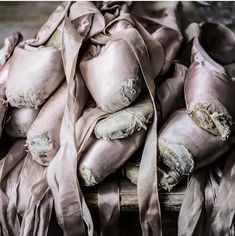 "Ballet Beautiful - ""Art exists because life is not enough."" - Ferreira Gullar Giselle - Dutch National Ballet Paris Opera Ballet Photography: Benjamin Millepied Rehearsing T Ballet Feet, Ballet Dancers, Ballet Girls, Pointe Shoes, Ballet Shoes, Vintage Ballet, Paris Opera Ballet, Ballet Fashion, Shabby Chic Pink"