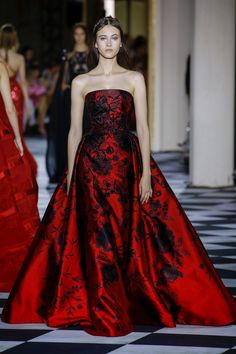 Zuhair Murad Parigi - Haute Couture Fall Winter - Shows - Vogue. Collection Couture, Fashion Show Collection, Winter Collection, Style Couture, Haute Couture Fashion, Couture Week, Juicy Couture, Beautiful Gowns, Beautiful Outfits