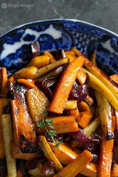 Cider Vinaigrette Roasted Root Vegetables Cider Vinaigrette Roasted Root Vegetables ~ Beautiful roasted root vegetables—garnet yams, parsnips, carrots, beets—tossed in an apple cider vinaigrette and roasted until tender and caramelized. Healthy Recipes, Side Dish Recipes, Veggie Recipes, Vegetarian Recipes, Roasted Vegetable Recipes, Roasted Root Vegetables, Root Veggies, Roasted Vegetables Thanksgiving, Roasted Carrots And Parsnips