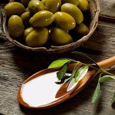 Kahvaltılarınızın vazgeçilmezleri , Organik Zeytin ve Organik Sızma Zeytinyağları !  Zeytin ve Zeytinyağı çeşitleri için www.nefisgurme.com'u ziyaret edebilirsiniz.  #nefisgurme #nefis #nefistarifler #leziz #lezzet #lezizsunumlar #gurme #gurmelezzetler #ayvazsef #ayvazakbacak #bimutfakikisef #ozlemmekik #istanbuldayasam #istanbulbloggers #unlusef #blogger #yemek #food #foodgasm #foodporn #foodstagram #bonapetit #zetyinyagi #oliveoil #zeytin #olive #organicoliveoil #organikzeytinyagi Olive Recipes, Product Photography, Olives, Olive Oil, Fruit, Food, Essen, Meals, Yemek