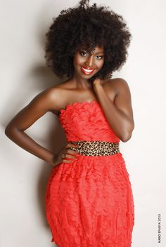 Inna Modja - naturalista, from Mali (Africa), currently she's a Parisian based model, turned singer with Warner Music/Atlanta. Picked as the new face of Mizani haircare line (France). My Black Is Beautiful, Beautiful People, Curly Hair Styles, Natural Hair Styles, Pelo Natural, Natural Hair Inspiration, Natural Hair Journey, Afro Hairstyles, Big Hair