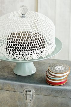 Crochet Cake Dome Free Pattern These Crochet Bowl Covers will come in so handy and they look so cute. Check out the Crochet Jar covers too. Crochet Cake, Crochet Crafts, Crochet Doilies, Crochet Projects, Free Crochet, Diy Projects, Diy Crafts, Crochet Bowl, Wood Crafts