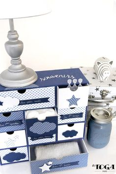 Boîte à souvenirs bébé DIY - Diy Bebe, Welcome Baby, Keepsake Boxes, Baby Cards, Diy Projects To Try, Home Deco, Baby Shower Gifts, Diy And Crafts, Decorative Boxes