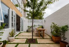 The Nature-Inspired Eco House - House Nerd Recycled Concrete, Casa Loft, Passive Design, Home Exterior Makeover, Concrete Architecture, Minimalist Garden, Backyard Landscaping, Landscape Design, Nature Inspired