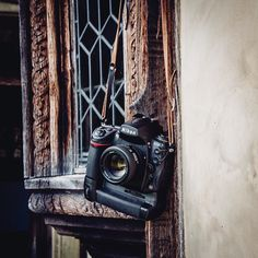 The Nikon was announced a few days ago. And although it looks amazing we still have a soft spot for this beauty: the Nikon Nikon Lenses, Nikon D700, Camera Nikon, Photography Camera, Photography And Videography, Art Photography, Camera Wrist Strap, Leather Camera Strap, Stylish Camera Bags
