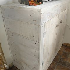 kitchen cabinet made from pallets.  looks like my hubby has a new project!!